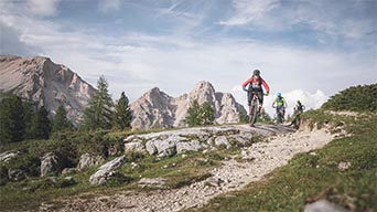 Giro in mountain bike nelle Dolomiti